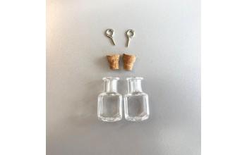 Stiklinis buteliukas su kamšteliu ir kilpele pakabinimui 13.8x13.8x24mm, 1vnt.