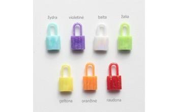 """Plastikinis pakabukas """"Spynelė"""", 1vnt. įvairių spalvų"""