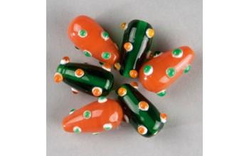 """Stikliniai taškuoti lašo formos karoliukai """"Orange Green"""", 5vnt."""